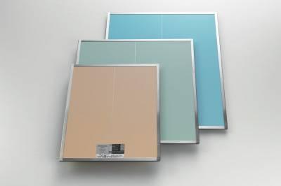 MS X-レイ グリッド。積層板に研磨加工を施し、カバー材を貼り付け、検査を経て製品になる