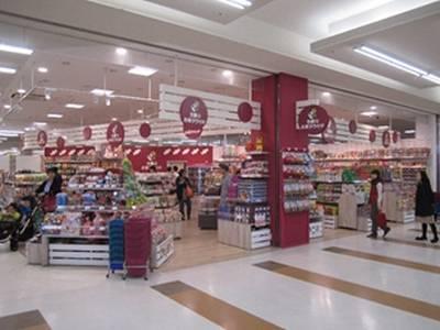 平成15年から小売り店「王様のお菓子ランド」を展開